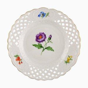Meissen Teller aus durchbrochenem Porzellan mit handbemalten Blumen, 20. Jahrhundert