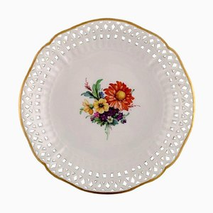 Antiker Teller oder Schale aus durchbrochenem Porzellan mit Blumen von Kpm