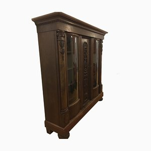 Antiker Schrank aus Holz