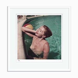 Esther Williams con cornice bianca di Slim Aarons