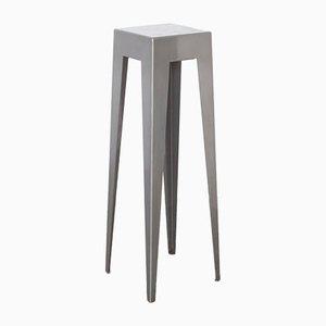 Tavolo con base grigia di Nel Verschuuren
