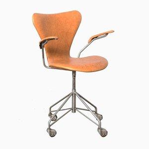 Sedia da scrivania modello 3217 serie sette di Arne Jacobsen