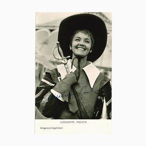 Unknown - Portrait autographié de Liselotte Pulver - Original B / W Postcard - 1960s