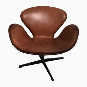 Cognac Leather Model 3320 Swan Lounge Chair by Arne Jacobsen for Fritz Hansen, 1998