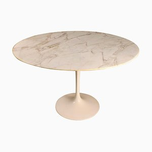 Tulip Table by Eero Saarinen & International Knoll