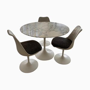 Table Tulip par Eero Saarinen & Knoll International