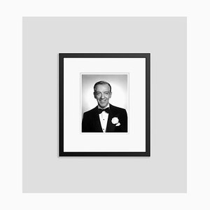 Fred Astaire on the Time of the Band Schwarz auf Lager von Wagon Archival Pigment Print von Everett Collection