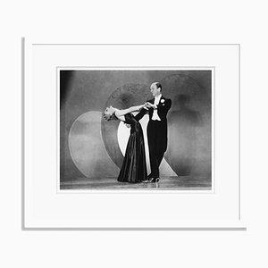 Imprimé Pigmentaire d'Archive Ginger Rogers and Fred Astaire Encadré en Blanc