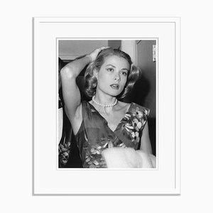 Gelocktes Grace Kelly Silbergelatin Kunstdruck von Express Newspapers in Weiß