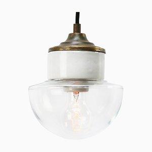 Industrielle Mid-Century Hängelampe aus weißem Porzellan, Klarglas & Messing