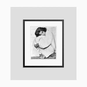 Grace Kelly - Herauf in ihrer Robe Archival Pigment Print Gerahmte in Schwarz von Bettmann