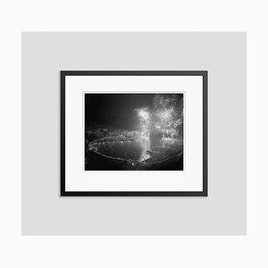 Fireworks At Monaco Archival Pigmentdruck mit schwarzem Rahmen von Bettmann