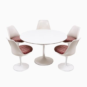 Tulip Esstisch mit 5 Stühlen