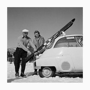 Slim Aarons, Ski Essentials, limitierte Auflage gestempelter Druck, 1955, später bedruckt