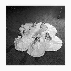 Fünf Debütantinnen, großer gestempelter Druck mit limitierter Stätte, 1951, später bedruckt