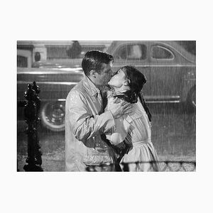 Affiche Audrey Hepburn George Peppard Kiss in the Rain, Imprimé Pigmentaire d'Archivage, 1961, Imprimé Later