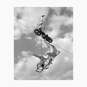 Motocicleta de alambre grueso, impresión de plata de gran tamaño de fibra de gelatina, 1960, impresa después