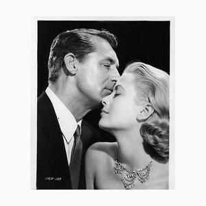 Cary Grant y Grace Kelly en To Catch A Thief, Silver Gelatin Fiber Print, 1932, impreso más tarde