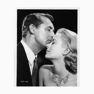 Stampa Cary Grant e Grace Kelly in Per Catch A Thief, Argento, 1932, Printed Later
