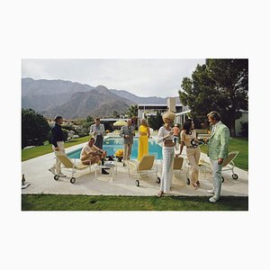 Poolside Party - Slim Aarons - Photographie Couleur 20ème Siècle, 1970