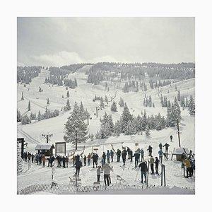 Ski in Vail, Ajoutée, Slim Aarons Estate Print, 1975