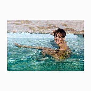 Audrey Hepburn Swims - Signierter C-Print in limitierter Auflage 22 von 50, 1966