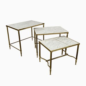 Tables Gigognes Mid-Century en Marbre Blanc et en Laiton de Maison Jansen, Set de 3