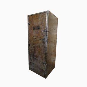 Industrieller Vintage Schrank aus Metall mit Regalen, 1920er