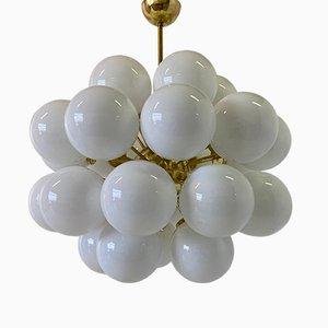 Lampadario sferico in ottone e vetro di Murano bianco, inizio XXI secolo