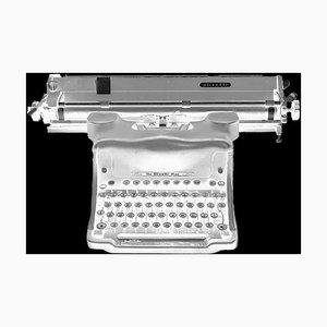 Negativo ortocromatico - Fotografia in bianco e nero di una macchina da scrivere, 1987