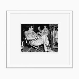 Stampa Gregory Peck e Robert Preston On Set Archival Pigment bianca di Everett Collection