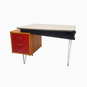 Lackierter Schreibtisch aus Holz von Cees Braakman für Pastoe, 1950er