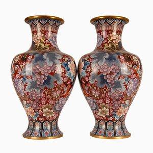 Große chinesische Cloisonné Vasen aus chinesischer Mamillen-Emaille & vergoldeter Bronze, 1930er, 2er Set