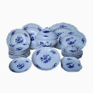 Tournai Porcelain Dinner Service, Circa 1790, Set of 26