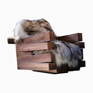 Poltrona Zoumey in legno di noce massiccio di Arno Declercq