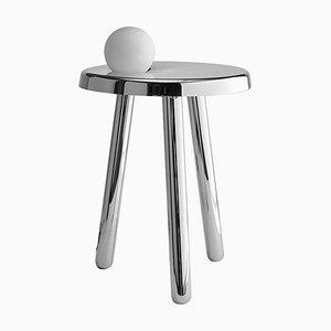 Tavolo piccolo Alby bianco in nichel con lampada di Matteo Fiorini