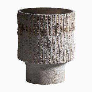 Skulpturaler Couchtisch aus Kalkstein & Messing von Frederic Saulou