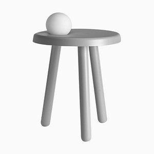 Kleiner Alby Tisch in Hellgrau mit Lampe von Matteo Fiorini