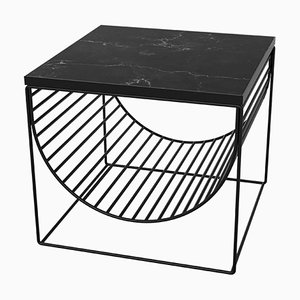 Mesa auxiliar de mármol negro y acero