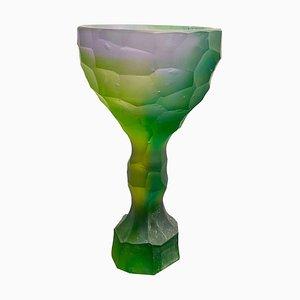 Bicchiere in cristallo verde viola intagliato a mano di Alissa Volchkova