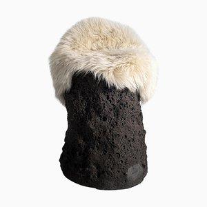 Colonne Geo Primitive en Céramique avec Laine de Mouton par Niclas Wolf