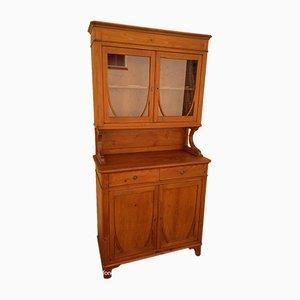 Antiker Schrank mit Glastüren
