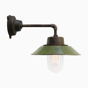Applique Mid-Century industriale in vetro e smaltata verde oliva con braccio in ghisa
