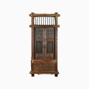 Balustrade und Schwingtüren aus Geschnitzter Holztür