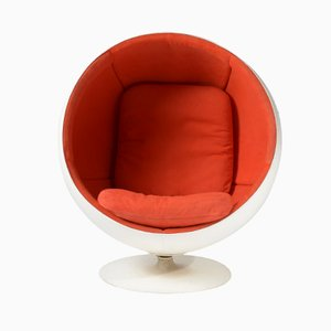 Space Age Ball Chair par Eero Aarnio for AKSO
