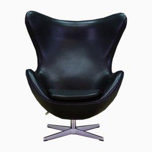 Egg Chair en Cuir Noir par Arne Jacobsen pour Fritz Hansen