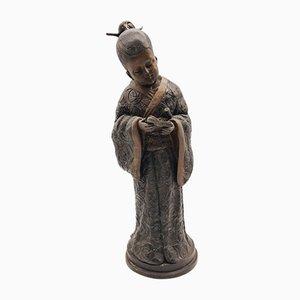 Figura de niña de geisha de bronce