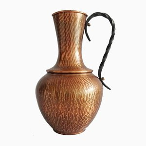 Große Kupfervase mit geschmiedetem Griff aus Eisen
