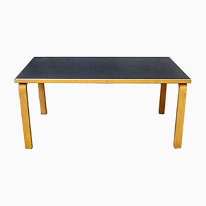 Tavolo da pranzo nr. 81a di Alvar Aalto per Artek, anni '80