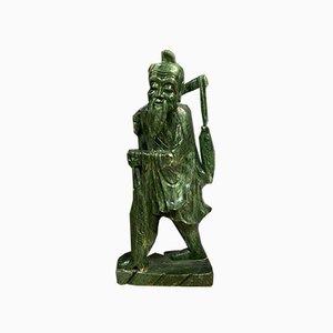 Estatua asiática grande de jade que representa a un pescador inteligente de carpa, siglo XX